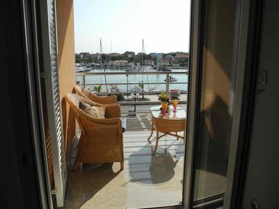 Photo for One bedroom apartment with terrace and sea view Jezera (Murter)