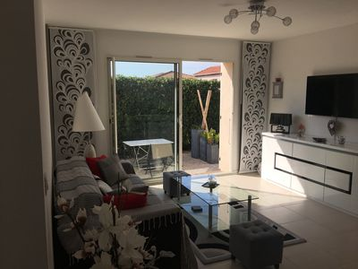 Photo for SUPERB T2 + GARDEN + PRIVATE PARKING TO 150 m with FEET OF THE BEACH