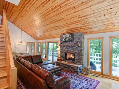 Photo for 4BD with Mtn Views,1Mi from App Ski, Hot Tub, Pool Table, Firepit with Stone Courtyard