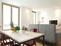 An absolutely fabulous location and a good sized apartment with some small irks!
