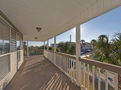 Photo for POPULAR 4 BEDROOM HOUSE! 60 SECONDS TO THE BEACH  BEACH CHAIRS INCLUDED
