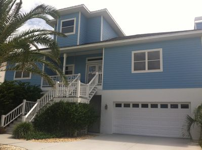 Beautiful BeachWalker Getaway on 1st Floor across from the ocean!