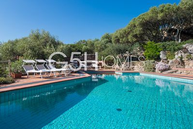 Villa with pool for rent in Sardinia, the big swimming pool with crystal water.