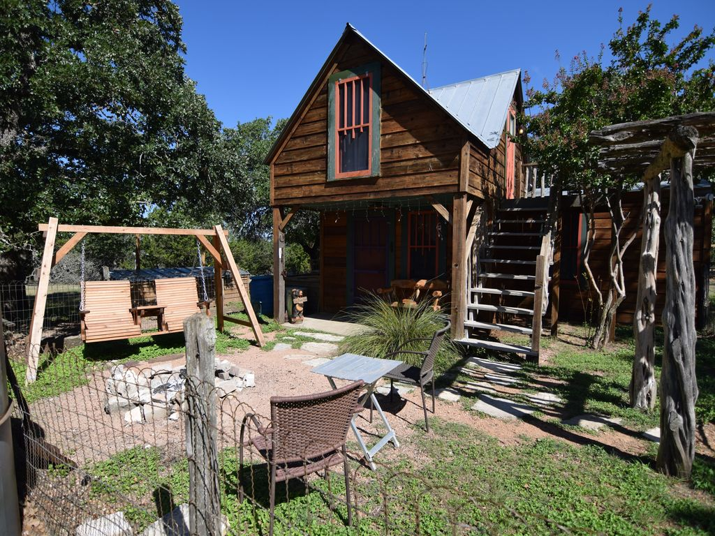 Romantic secluded eclectic cabin on 10 acres pet friendly for Cabin rentals fredericksburg tx