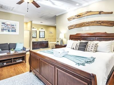 Island Nest (King Bed) 10 mins from Folly Beach and Downtown Charleston