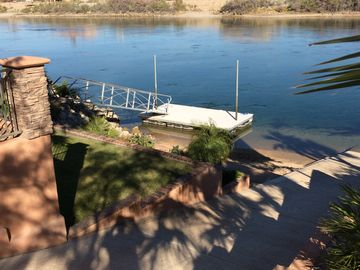 Colorado River Getaway  W / Private  Launch Ramp , Boat dock & Beach
