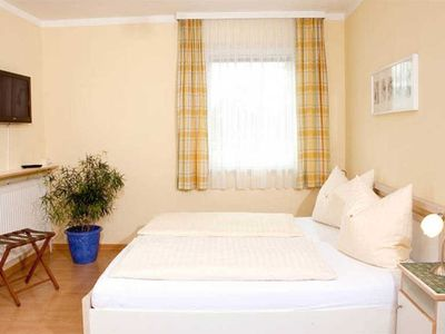 Photo for Double room with balcony Schafberg - Seepension Hemetsberger