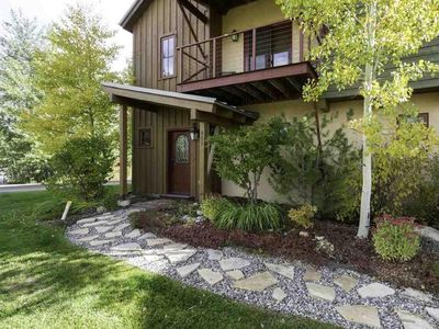Photo for Family-friendly 4 bed, 4 bath in serene location with skiing, hiking and biking