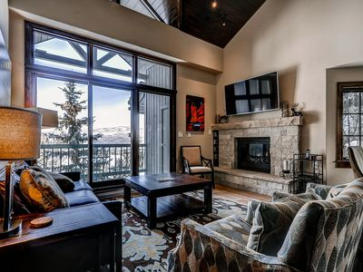 Photo for Gorgeous ski-in/ski-out condo with vaulted ceilings & shared pool & hot tub