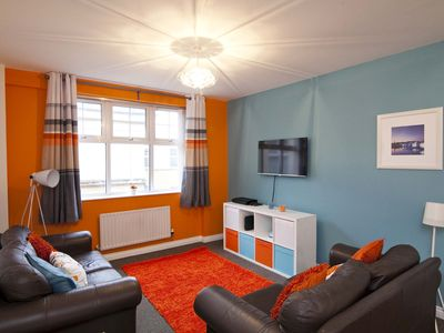 Photo for Fun, cosy, 2 bed apt,full kitchen , WIFI, CITY CENTRE location with parking