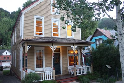 Finn Town Flats - The perfect summer retreat and only a half block to the gondola.