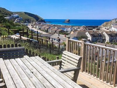 Photo for A traditional seaside cottage, with sea views and an easy walk to Portreath.