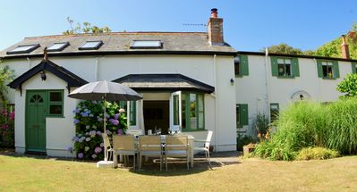 Photo for Gorgeous New Forest Cottage close to sea, fabulous for large families!