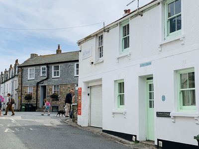 Photo for Gorgeous traditional Cottage in fantastic central location near Porthmeot