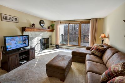 <center>Open the sliding doors in living room to your own private deck<center>