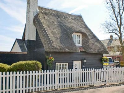 Photo for LITTLE THATCH, pet friendly in Walton-On-The-Naze, Ref 13617