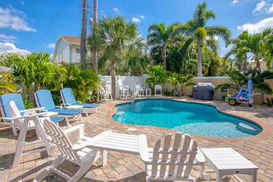 Heated Pool with Loungers, BBQ Grill, Beach Cart