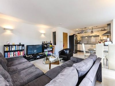 Photo for Charming gated 2bed flat, Fulham (FLAT 2)