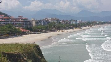 Apto Season High Standard Praia Grande Ubatuba, next to the watchtower of the Toninhas