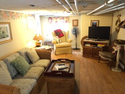 Living Room  Area - Pull Out Sofa.. Flat Screen - AC -