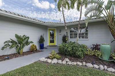 Tropical Front Entry w/ Water Fountain