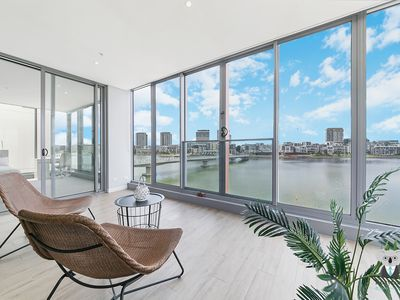 Photo for WATERVIEW! ULTRA URBAN LIVING IN THIS 4-BED APT