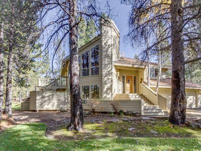 Photo for Beautiful Sunriver home w/ hot tub, two master suites and SHARC access!