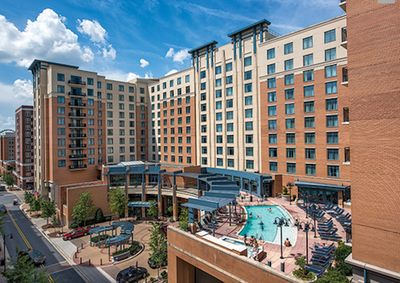 Exterior of Wyndham National Harbor with nice outdoor pool area