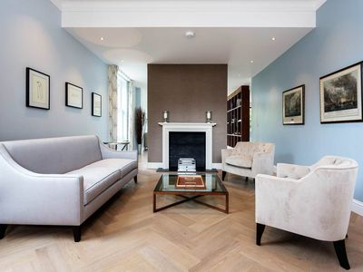 Photo for 7BR Apartment Vacation Rental in London