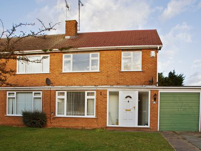 Photo for 3 Bedroom House, Sleep 6, Upscale Chelmsford. Free Parking + Wifi + Cable TV