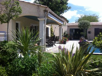 Photo for Vers Pont Du Gard: comfortable villa with swimming pool Pont du Gard and Uzes