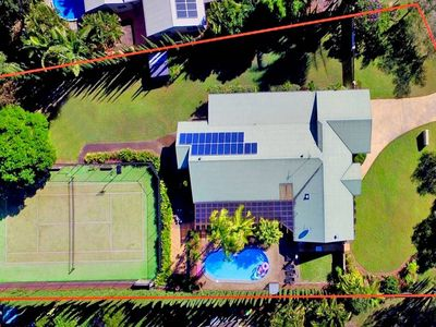Noosaville Private Resort Home. 5 bedrooms. Sleeps 10. Pool, Tennis Court