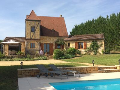 Photo for Charming and quiet holiday house with heated pool near castles & Dordogne river