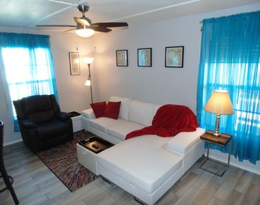 "Photo for Bright & Breezy or Cozy & Cool with ""Keyless"" Entry and Free WiFi"