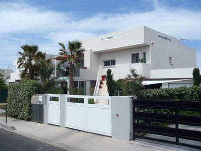 Photo for Nice 58-m² 2-bedroom apartment: close to sea, ground floor of a luxurious villa
