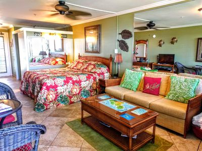 King size bed and queen sleeper sofa in Napili Bay 210 Studio