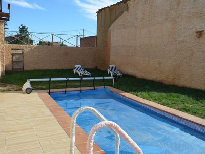 Photo for House with pool and garden in Cebrones del Río
