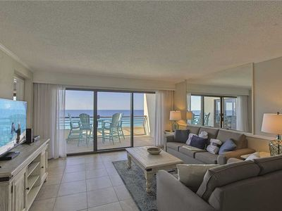 Photo for Emerald Towers 1104 - Gulf Front! Community Pool! Hot Tub! Onsite Tennis/Fitness