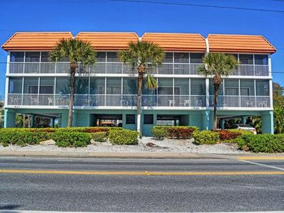 Photo for Beautifully furnished Top Floor 2B/2B Condo nearby Coquina Beach!