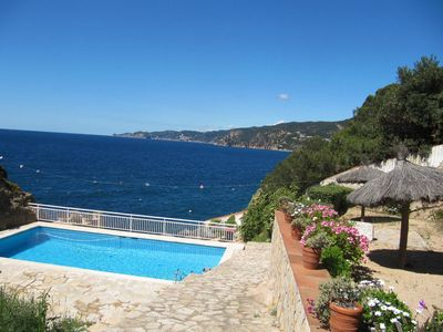 Photo for Apartment in seafront, located just minutes from the town center. From its terrace we enjo