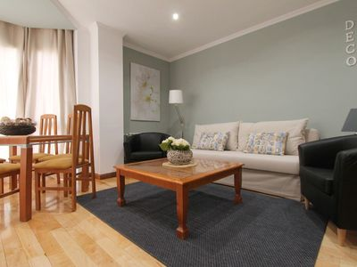 Photo for Spacious Deco 6 2B apartment in Adelfas with WiFi, air conditioning, private parking & lift.