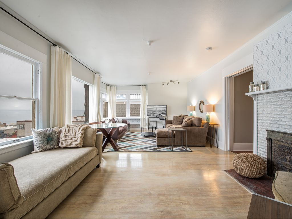 Huge 2500 Square foot unit amazing view and takes ... - 968326