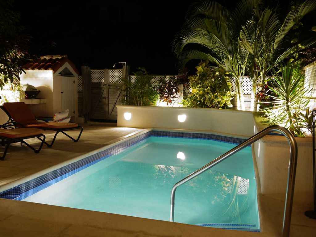 3 Bed Villa with Private Patio and Pool, air-conditioned and free wifi.
