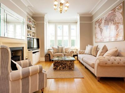 Photo for Absolutley gorgeous 5 bed home on Clapham Common. 3 min walk to the tube (Veeve)