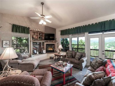 Robins Nest, Pet Friendly, 3 Bedrooms, Fireplace, Hot Tub, Game Room, Sleeps 8