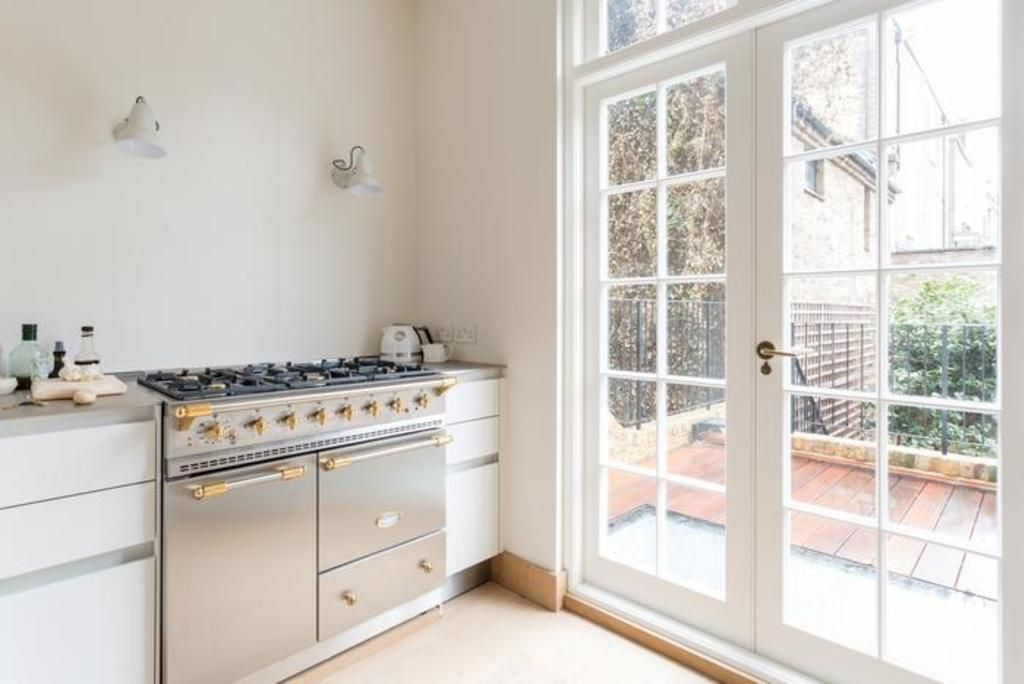 London Home 327, Imagine Renting Your Own 5 Star Private Holiday Home in London, England - Studio Villa, Sleeps 7