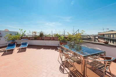 A sunny penthouse with a huge top floor terrace . It sleeps up to 6 guests  - Municipio Roma I