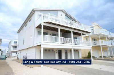 Photo for Top floor also has a large deck with ocean views. Quiet South end location.