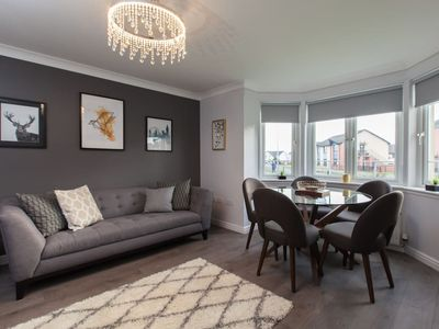 Photo for Modern ground floor 2 bedroom apartment, 76MB WiFi and Sky Cinema/Sports