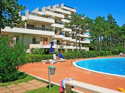 Photo for Nice apartment for 4 guests with pool, TV, balcony and parking